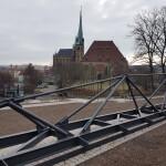 Brückenbauteile vor dem Erfurter Dom